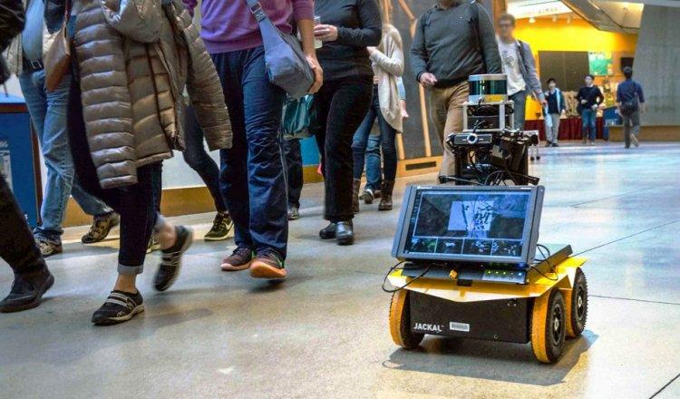 В MIT научили робота правилам передвижения в общественных местах