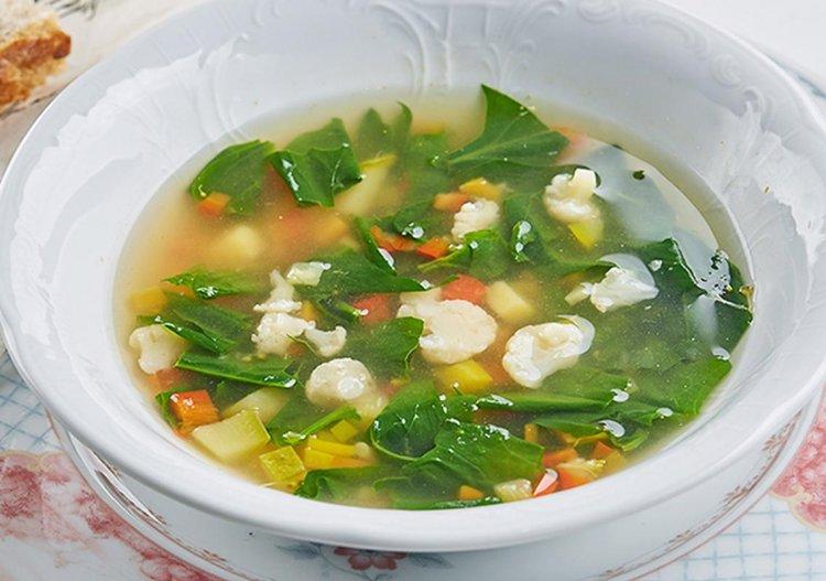 Легкий суп из свежих овощей от кафе «Дружба. Мануфактура еды»